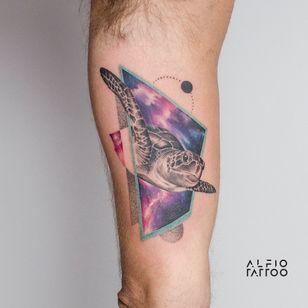 Design y tattoo by Alfio. Buenos Aires - Argentina / alfiotattoo@gmail.com / #turtle #galaxytattoo #seaturtle #galaxy #art #tattoodesign #alfiotattoo #composition #tattoocolor #geometrictattoos #swimming #tattoo #tattooart #tattooartist