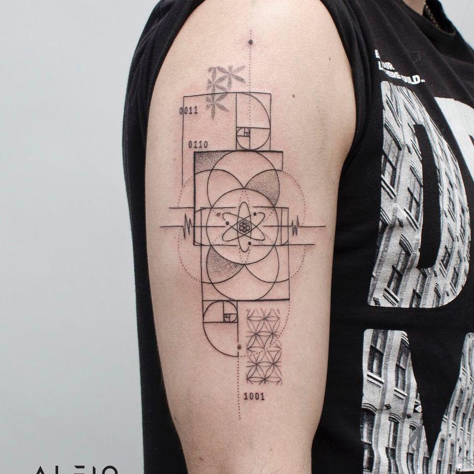 Design y tattoo by Alfio. Buenos Aires - Argentina / alfiotattoo@gmail.com / #fibonacci #física #atomo #geometric #art #tattoodesign #alfiotattoo #composition #dotwork #fineline #finelinetattoo