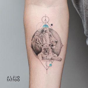 Design y tattoo by Alfio. Buenos Aires - Argentina / alfiotattoo@gmail.com / #lion  #liontattoo #geometrictattoos #fineline #art #tattoodesign #alfiotattoo #composition #tattoocolor #finelinetattoo #tattoo #tattooart #tattooartist #dotwork #realistic
