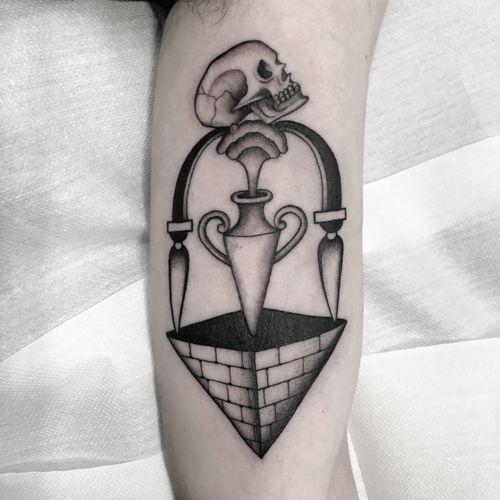 #totemica #tunguska #black #skull #pyramid #death #ashes #tattoo #adrenalinktattooing #marghera #venezia #italy #blackclaw #blacktattooart #tattoolifemagazine #tattoodo #blackworkers