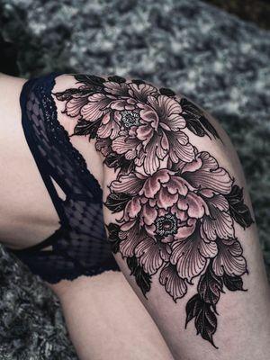 Peony flowers on thigh.