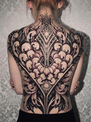 Full back chrysanthemum by Arang Eleven #ArangEleven #chrysanthemum #flower #floral #sacredgeometry #shapes #geometric #backpiece