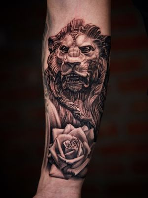 Lion and rose on arm.