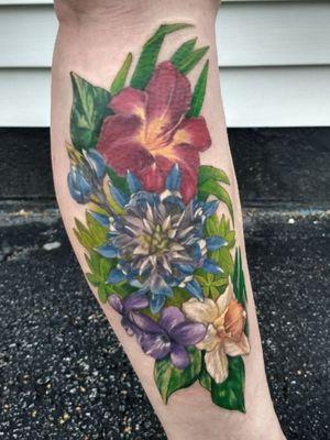 Realistic color floral piece