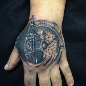 Catedral e relógio em realismo #hand #handtattoo #realistic #realism #clocktattoo #tattoo