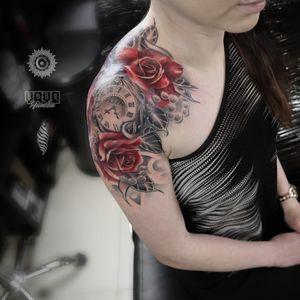 Blooming and beautiful shoulder piece for Renata For bookings and enquiries: saint.wandal@gmail.com @yayofamilia Pro Team Artist #uktattoo #wandaltattoo #crazytattoos #besttattoos #tattoosnob #inkig #radtattoos #tattoorealistic #superbtattoos #londontattoos #londontattooartist #tootingtattoo #killerink #tattooedgirls #tattoosforwomen #dailytattoos #london #inked #clocktattoo #rosestattoo #blackandgreyrealism #roses #тату #татуировка #русскийлондон