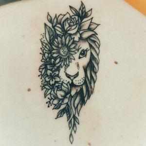#lion #liontattoo #girltattoo