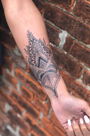 Fineline, henna, wristlet, ornamental, blackwork, lace tattoo