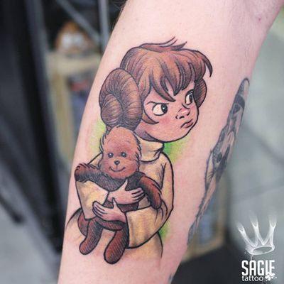 Baby Chewbacca and Princess Leia tattoo by Sagie Tattoo #SagieTattoo #chewbaccatattoo #chewbacca #starwars #movietattoos #petermayhew #georgelucas #scifi