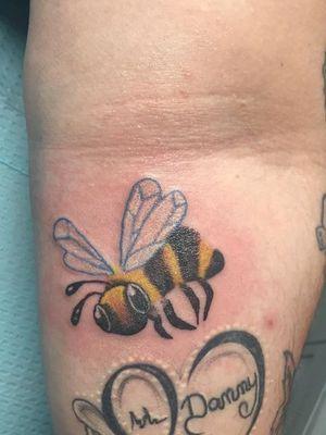 #color #bee #bumblebee