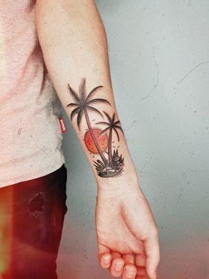 #palmstattoo #palms #tropicaltattoo #tropical #oldschooltattoos #oldschool #sunsettattoo #colourtattoo