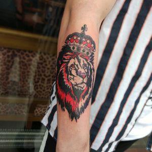 #lion#liontattoo#kinglion#kingliontattoo #contemporarytattooing#marie13 #blackwork #Black #blackandredtattoos
