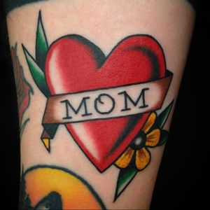 Mom tattoo by Andrew Earl #AndrewEarl #momtattoo #momtattoos #mom #mother #mum #mommy #happymothersday #mothersday #love #family #heart #banner #flower