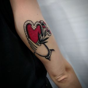 #tattoo #traditionaltattoo #tattoos #traditional #tattooartist #ink #tattooed #traditionalart #inked #drawing #tattooart #tattoolife #oldschooltattoo #tattooing #traditionalflash #tattooink #traditionaltattoos #tattooist #tattoodesign #traditional_tattoo #tattooflash #traditionalartist #oldlines #tattoostyle