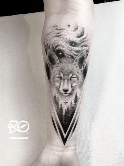 By RO. Robert Pavez • Northern Light 🦊 • Done in studio Vadersdye • 🇩🇪 2019 #engraving #dotwork #etching #dot #linework #geometric #ro #blackwork #blackworktattoo #blackandgrey #black #tattoo #fineline