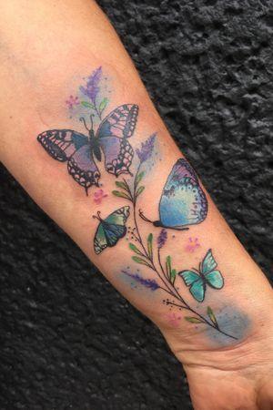 A butterfly family tattoo🦋 #butterfly#berlin#friedrichshain#truevagabondtattoo#farbenfroh#bunt#schmetterlingstattoo#schmetterling#familientattoo#familie#family#pastell