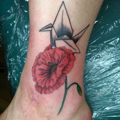 #tattoo #tattoos #poppy #flower #origami #crane #red #tattooedgirls #fusionink #neotat #nhtattoo #greenlandnh #splatterpalettetattoo #flowertattoo #coveruptattoo #coverup