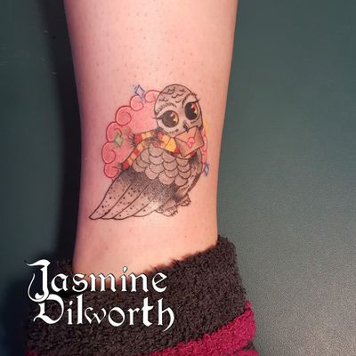 I couldn't get a good photo of this one! Either my head or phone kept blocking the light 😂 But he's a Hedwig tattoo i did in NY over the weekend! #tattoo #tattooartist #femaletattooartist #hedwig #harrypotter #harrypottertattoo #colortattoo #cute #cutetattoo #ankletattoo #owl #owltattoo #newhampshire #greenlandnh #greenland #newyork #nh #ny #geneva #genevany #fingerlakes #boston #dovernh #kittery #newenglandartist #newengland