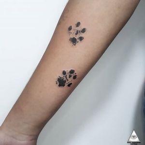 """""""Digital"""" do pet da Ane em pontilhismo. Marque seu amigo(a) que tem um pet. Contato: (11)9.9377-6985 E-mail: ericskavinsk@gmail.com Ou via direct . . . . . . #ericskavinsktattoo #pet #dog #dotworktattoo #pontilhismotattoo #sketch #digital #patinha #delicadeza #delicatetattoo #tatuagemdelicada #love #instagood #photooftheday #beautiful #fashion #happy #cute #follow #instalike #bestoftheday #alphavilleearredores"""