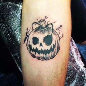 Calabaza halloween 🎃#tattoo #tattooblackwork #tatuaje #calabazatattoo #tatuarte #blackwork #pumpkintattoo #tatu