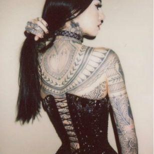 Performance Artist and Tattoo Model Emma Vauxdevil photographed by Tamara Lichtenstein #EmmaVauxdevil #performanceartist #tattoomodel #burlesque #pinup #swordswallower #fireeater