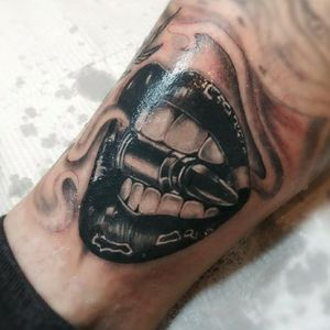 #lipstattoo #Liptattoo #lips #bng #blackandgreytattoo #bullet #bullettattoo #banger #littlebanger #tattoo #tattooed #needfulthingsinc