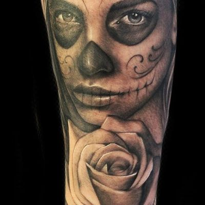By Pippa at sacred steel #chicano #chicanx #dayofthedead #rose #blackandgrey #portrait #mexico #diademutertos
