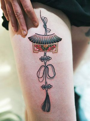 Tattoodo App Best tattoo by Sion #Sion #tattoodoapp #besttattoos #cooltattoos #tattoosformen #tattoosforwomen #bigtattoos #smalltattoos #norigae #knot #jewelry #flowers #upperleg #peony