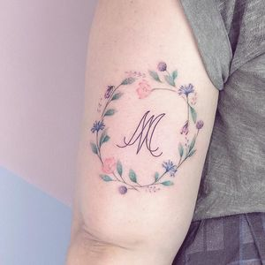 Tattoodo App Best tattoo by Eva Edelstein #EvaEdelstein #tattoodoapp #besttattoos #cooltattoos #tattoosformen #tattoosforwomen #bigtattoos #smalltattoos #upperarm #watercolor #flowers #floral