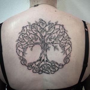 #photooftheday #tattoooftheday #tattoo #tatouage #treeoflife #treetattoo #tree #treeoflifetattoo #arbre #arbredevie #arbredevietattoo #dots #dotwork #dottattoo #stippling #stippletattoo #stipple #petitspoints #blackandwhitetattoo #lausanne #lausannetattoo #tattoolausanne #lespetitspointsdefanny