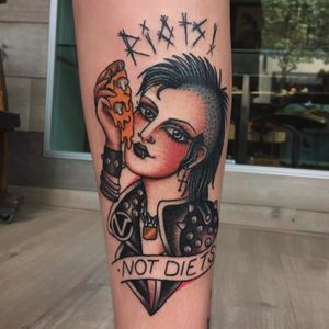 Riots not Diets tattoo by Moira Ramone #MoiraRamone #femaleempowerment #intersectionalfeminism #womxn #feministtattoo #badasstattoos #cooltattoos #riotgrrl #girlpower #grlpwr #ladyhead #riotsnotdiets #pizza #punk #lowerleg #traditional