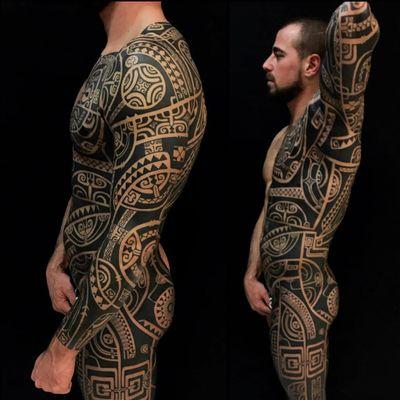 Bodysuit tattoo by Omar Santos #OmarSantos #Haida #Polynesian #Maori #Maoritattoos #tamoko #marquesantattoo #tribaltattooing #blackwork #tribal #neotribal #patterns #linework #geometric #bodysuit #upperleg #thigh #chest #back #sleeve