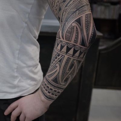 Maori tattoo by Andrei Vinitkov #AndreiVintikov #Haida #Polynesian #Maori #Maoritattoos #tamoko #marquesantattoo #tribaltattooing #blackwork #tribal #neotribal #patterns #linework #geometric #sleeve #forearm #upperarm