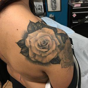 #rosetattoo#blackandgrey #healed #dynamicblack #dynamicink#rose#blackandgreytattoos#california#californiatattoo#rose#blackandgreytattoo#blackandgreytattoos#fineline#chicano#chicanostyle