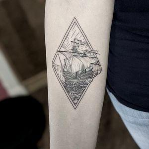 #marlenelecidre #tatted #tattoist #tattooartist #tattooart #tattoo #tatouage #blackandgrey #blackandgreytattoo #blackworktattoo #geometrictattoo #landscapetattoo #shiptattoo #sea #wave #SunburnTattoo #boat #geometry