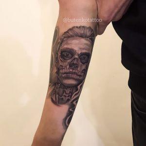 1 сеанс. В процессе #art #tattoo #muertetattoo #blackandgrey #realistictattoo #mantattoo #chicanostyle #girlsandrosettattoo #ink #tattoo_magazine #tattooedman #tattooedguys #horror #instatatoo #chicanotattoo #santamuerte #black_and_grey #handtattoo #тату #татуировка #киев #татучикано #татумуэрте #butenkotattoo #tattooing #tattoolife #kievtattoo #kievtattooartist