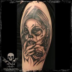 Schönen Sonntag Abend, hier ein #lacatrinatattoo von Raik 📷@crazy.ink.tattoo.berlin . Morgen sind wir wie immer ab 12 für Euch da... . Kurzfristig Termine frei... . Infos wie immer 017627112764 auch WhatsApp...⠀⠀ . https://crazy-ink-tattoo.de . https://facebook.com/crazy.ink.tattoo.berlin . https://instagram.com/crazy.ink.tattoo.berlin . . . #tattoo #tattoos #tattooberlin #berlintattoo #tattoomoabit #crazyinkberlin #crazyinktattoo #crazyinktattooberlin #tattoist #bodyart #amazingink  #berlintattooartist #berlintattooartists #tattooart #blackngrey #blackandgreytattoos #tattooer #tattooshopberlin #berlintattooers #berlintattoostudios #realismtattoo #realistictattoo #blackandgreytattoo #masctattoo #superbtattoos #lacatrina #rosetattoo #realistictattoos #girlswithtattoos