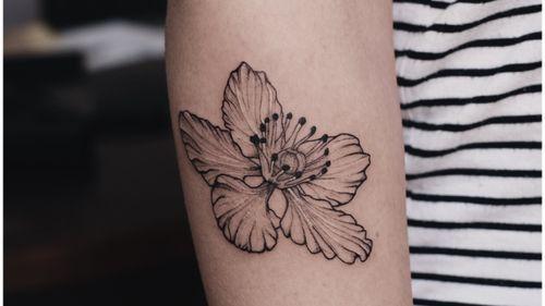 🌸 #flower #flowertattoo #blxck #blackink