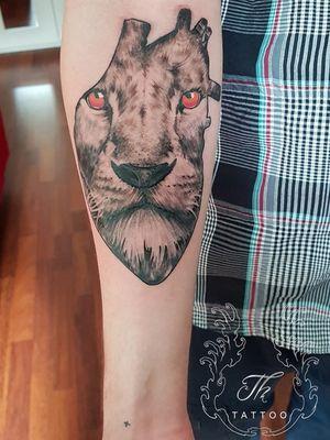 Lion heart #thtattoo #liontattoo #tattoo #tattooidea #customtattoo #tatuaj #tatuaje #tatuajebucuresti #tattoooftheday www.tatuajbucuresti.ro