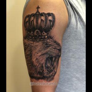 1 сеанс. #art #tattoo #liontattoo #blackandgrey #realistictattoo #lionking #chicanostyle #ink #tattoo_magazine #tattooedman #tattooedguys #kingtattoo #instatatoo #chicanotattoo #black_and_grey #тату #татуировка #киев #татучикано #левтату #леввкороне #butenkotattoo #tattooing #tattoolife #kievtattoo #kievtattooartist