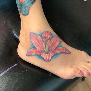 #lilly#lillytattoo#flower#flowertattoo#color#colortattoo#tattoo#tattoos#realism#realismtattoos#californiatattoos#tattooideas#inked#tattoooftheday