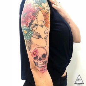 Continuação do braço. (Trabalho de cima totalmente cicatrizado) Informações e orçamentos através do Whatsapp: (11)9.9377-6985 . . . . . . #ericskavinsktattoo #colortattoo #flowertattoo #tattooflores #girltattoo #skulltattoo #caveira #tatuagemcolorida #fineline #linhafina #alphaville #alphavilleearredores #tatuagem #inked #tattoo #easyglowpigments