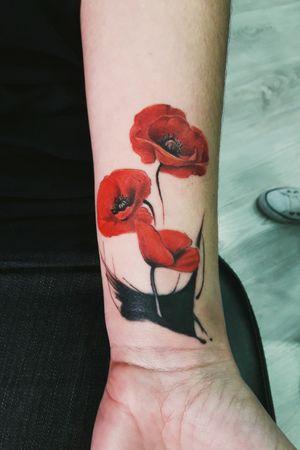 #flowers #flowertattoo #tattooflores #papoulas #tattoorealismo #tattoorealism #realistic #realism #tattoocolorida #florescoloridas #coverup #coveruptattoo #tattoodelicada #tattooartist #tattoofeminina #dorarocha #dorarochatattoo