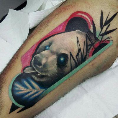 Panda surrealista 🐼 , gracias por confiar, para tatuarte algo como esto enviame un mensaje interno o por whatsapp al +56986822995 . . . #tattoo #tatuaje #surrealism #surrealisttattoo #realism #contemporarytattoo #panda #neon #bamboo #animaltattoo #inked #viñadelmar #valparaiso #tattooinklatino #neorealism #boldtattoo #chiletattoo #chiletatuajes #chile_tatuajes