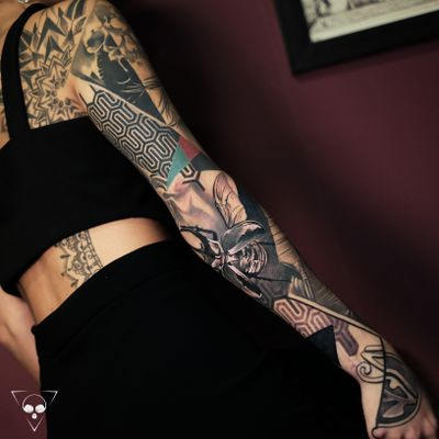 Loved working on this sleeve! Would like to do more in this style of realism & pattern, send me a email if you want to get something like this from me -> info@litovkin.com #frankfurt #sleeve #realism #pattern #egypt #insect #hessen #geometric