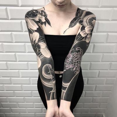 Neo Japanese tattoo by Horiokami #Horiokami #sleeve #forearm #upperarm #neojapanese #neojapanesetattoo #japanese #Japaneseinspired #ukiyoe #mashup #unique #blackandgrey #snake #chrysanthemum #sparrow #peony