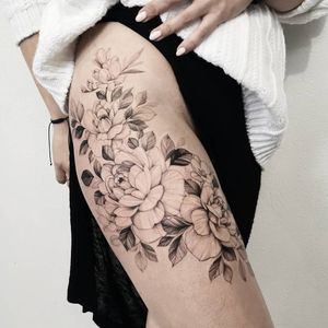 #flowers #flowertattoo #peonytattoo #girlytattoo #blackwork #tattoos #skech #finelinetattoo