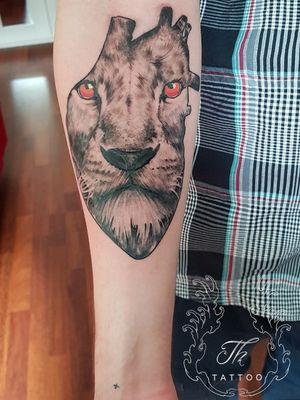 Tatuaj leu/Lion tattoo #liontattoo #hearttattoo #tattoo #customtattoo #tatuaj #tatuaje #tatuajebucuresti #tatuajeantebrat #tatuaje2019 #tatuajebarbati #thtattoo #tattoooftheday www.tatuajbucuresti.ro