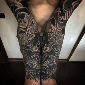 Neo Japanese tattoo by Gotch Tattoo #GotchTattoo #sleeve #forearm #upperarm #neojapanese #neojapanesetattoo #japanese #Japaneseinspired #ukiyoe #mashup #unique #blackwork #oni #cranes