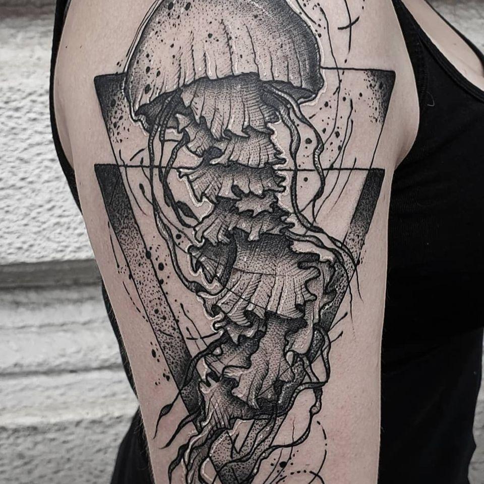 #kuro #kurotrash #tattoo #tattooing #tattoos #tattooed #tattooer #black #blackandwhite #blackwork #blackworkers #ink #inked #onlythedarkest #blackink #tattooart #tattooartist #vienna #wien #sketchy #sketching #sketch #animal #blackink #jellyfish #ocean #g